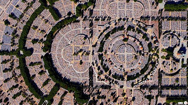 29张太空中的卫星拍摄的地球照片-西班牙,马德里,阿尔穆德纳公墓
