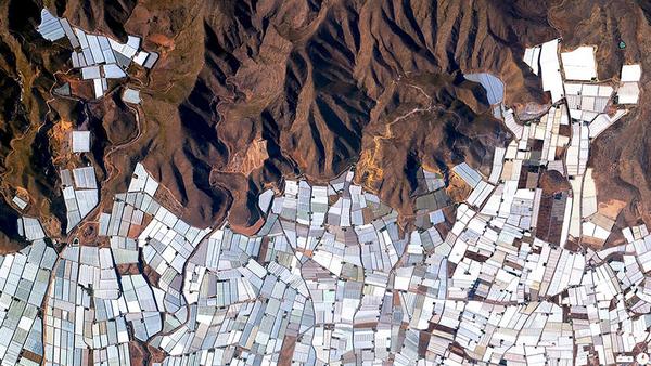 29张太空中的卫星拍摄的地球照片-西班牙,阿尔梅里亚温室