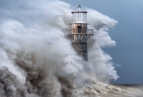 28个世界上久经考验的灯塔建筑,英国怀特福德铸铁灯塔