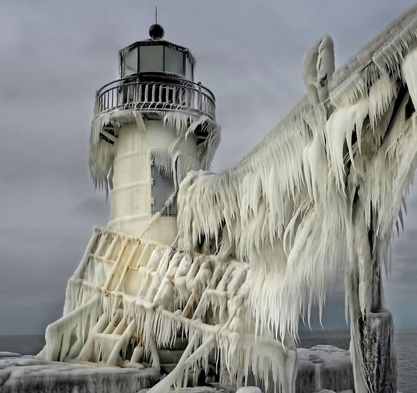 28个世界上久经考验的灯塔建筑,美国密歇根州,圣若瑟北码头灯塔