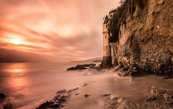 28个世界上久经考验的灯塔建筑,美国加利福尼亚州维多利亚湾灯塔