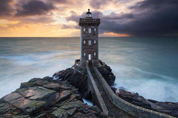 28个世界上久经考验的灯塔建筑,法国,布列塔尼,Kermorvan灯塔