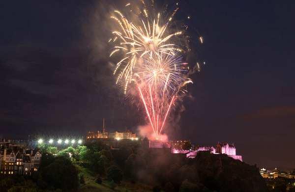 英国爱丁堡城市之美的53个原因-夏日烟花