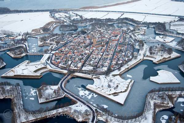 30个世界上冬天里最美丽的城镇,荷兰纳尔登