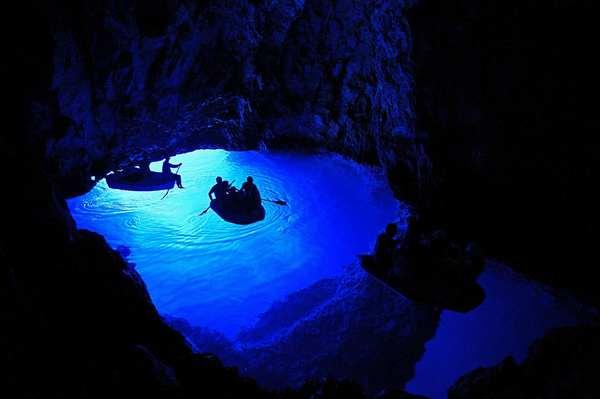 探索世界上最美丽的幽冥洞穴,克罗地亚蓝洞