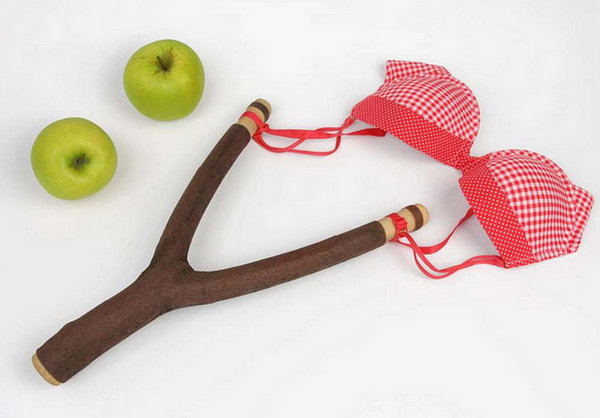 Martin Roller 日常用品混搭艺术集,弹弓