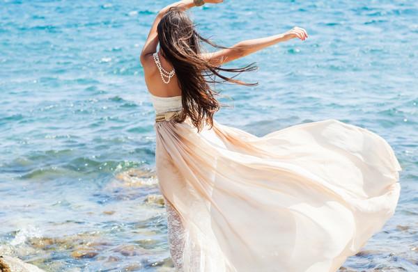 《背影》只可远观不可亵渎壁纸,海边,美女,意境