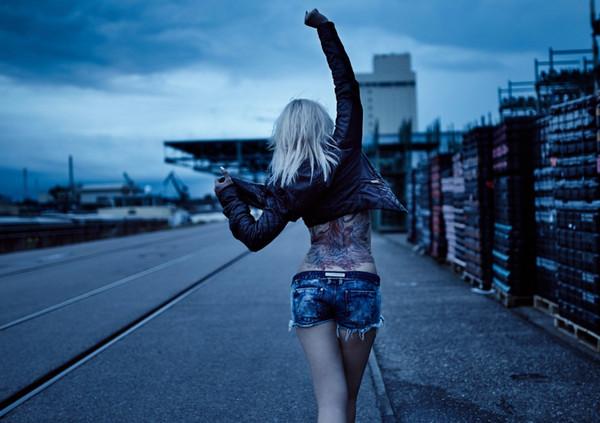 《背影》只可远观不可亵渎壁纸,城市,夜晚,美女