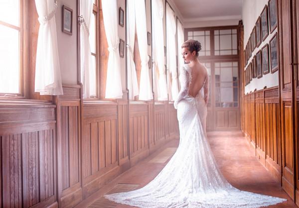 《背影》只可远观不可亵渎壁纸,老房子,婚纱,美女,新娘