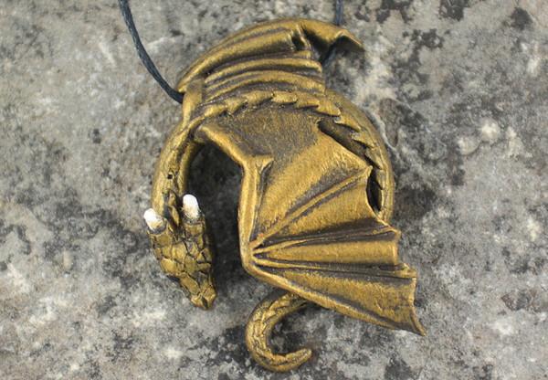 冰与火之歌里的龙型首饰设计4
