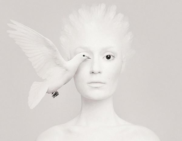 Flora Borsi 白鸽与人之眼创意摄影